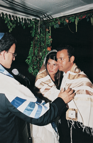 rabbi-leads-wedding-ceremony-under-chuppah
