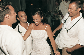 dancing-guests-surround-bride