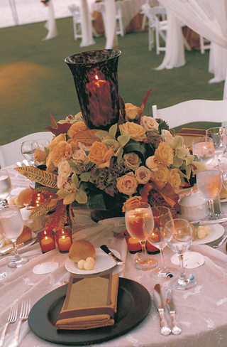 tabletop-decor-of-yellow-and-green-flowers-and-orange-candles