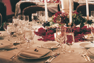 white-linens-and-candlesticks-with-red-florals