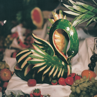 swan-shaped-carved-watermelon-on-fruit-table