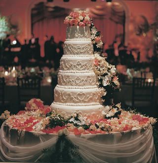 white-wedding-cake-with-pink-and-ivory-roses