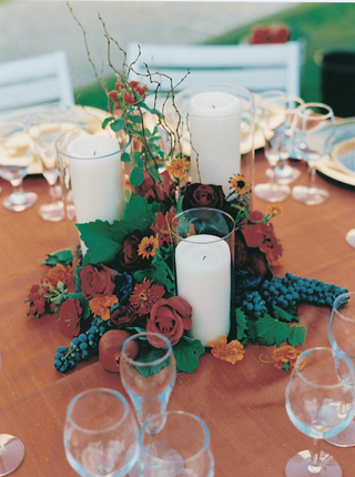 autumn-tablescape-with-candles-and-flowers