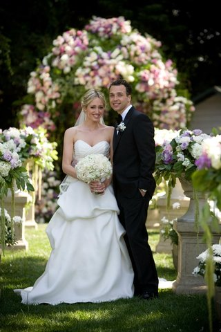 bride-and-groom-at-backyard-wedding