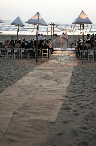 jewish-wedding-ceremony-on-beach-in-mexico