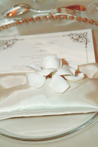 wedding-menu-stationery-in-linen-napkin-with-white-flower