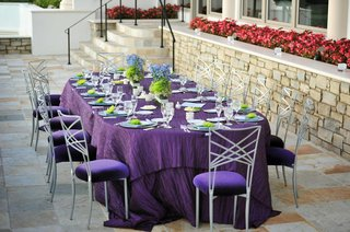 textured-tablecloth-and-crystal-centerpieces