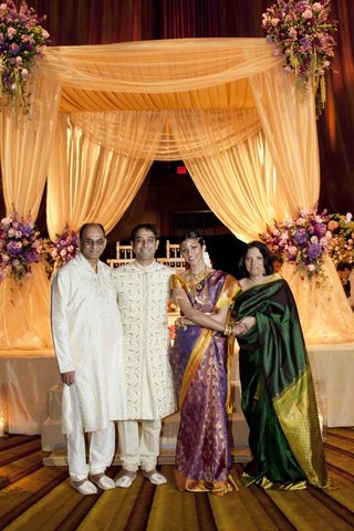 actress-reshma-shetty-groom-and-her-parents-at-her-indian-hindu-wedding