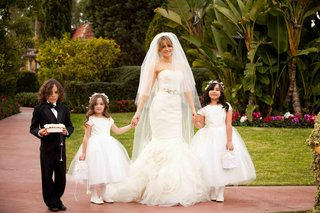 bride-holds-hands-with-flower-girls-at-beverly-hills-hotel