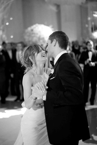 black-and-white-photo-of-couple-dancing-at-wedding