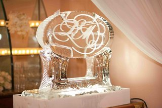 winter-wedding-reception-with-ice-sculpture