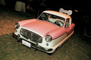 pink-and-white-1957-nash-metropolitan-at-wedding-reception