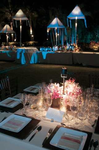 square-table-with-tan-linen-and-pink-rose-centerpiece