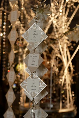 suspended-crystal-and-metallic-seating-cards
