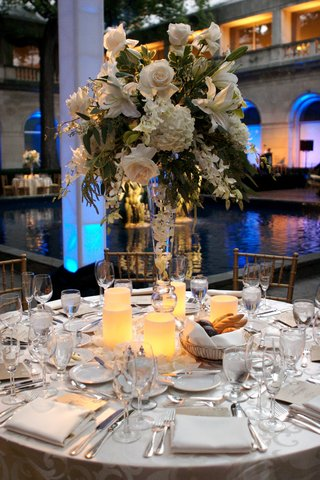fountain-side-table-with-romantic-centerpiece
