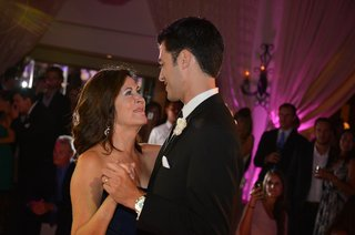 emotional-mother-and-groom-dance-at-wedding-reception