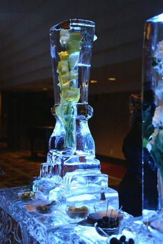 calla-lilies-submerged-in-ice-sculpture