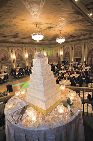 six-tier-wedding-cake-topped-with-fresh-flowers
