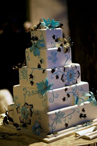 bright-blue-and-brown-cake-decorations