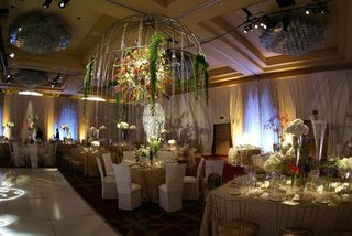 ballroom-reception-space-with-towering-centerpiece