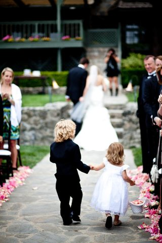 flower-girl-and-ring-bearer-hold-hands-and-walk-up-aisle