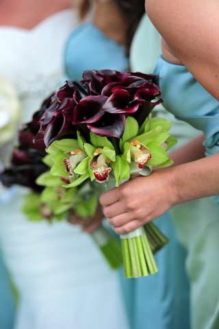 bridesmaids-holding-orchid-and-calla-lily-blossoms
