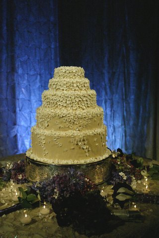 five-layer-buttercream-cake-with-stephanotis