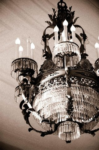 black-and-white-photo-of-vintage-light-fixture