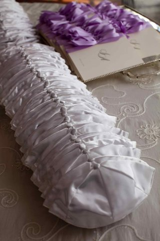 jewish-wedding-ceremony-white-yarmulkes-and-wedding-programs