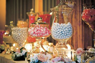 wedding-candy-station-with-beautiful-glass-containers