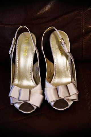 me-too-wedding-shoes-with-peep-toe-bow
