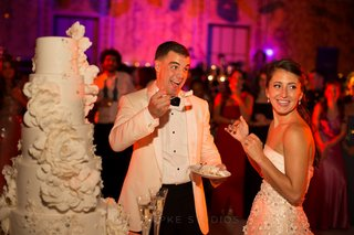 traditional-cake-cutting-and-feeding-at-reception