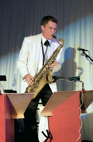wedding-reception-with-a-saxophone-player