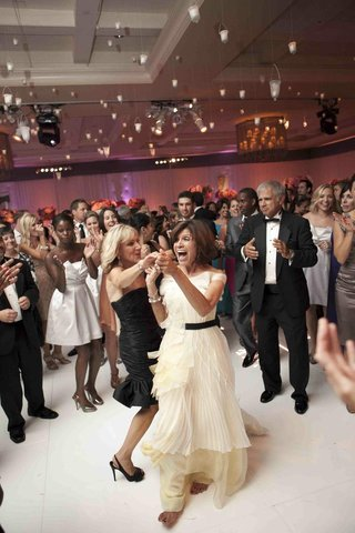 wedding-attendees-dancing-on-white-ballroom