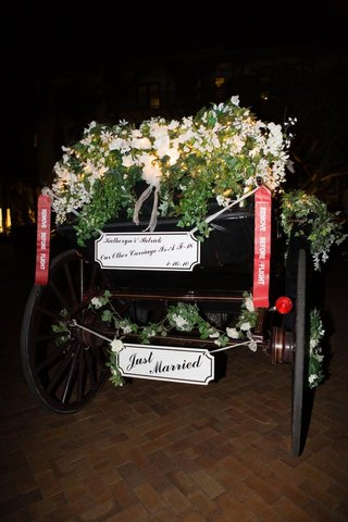 floral-embellished-horse-and-carriage