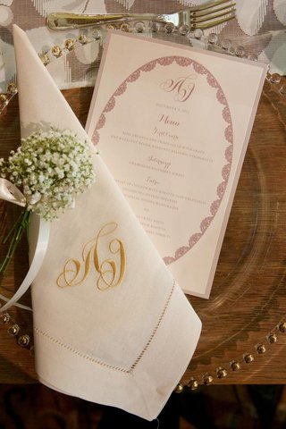 gold-embroidered-dinner-napkin-and-round-motif
