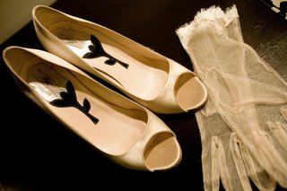 white-satin-heels-with-delicate-lace-gloves
