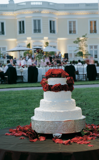 white-wedding-cake-embellished-with-red-roses