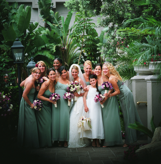 eight-bridesmaids-outside-with-bride-and-flower-girl
