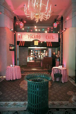 new-york-city-le-figaro-cafe-set-design