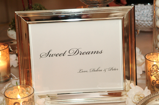 silver-frame-with-sweet-dreams-sign-for-wedding-dessert-table