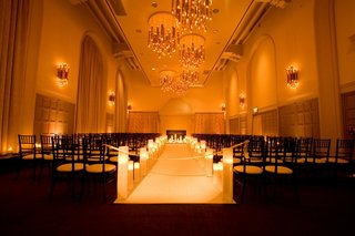 indoor-wedding-with-candle-lined-aisle-runner