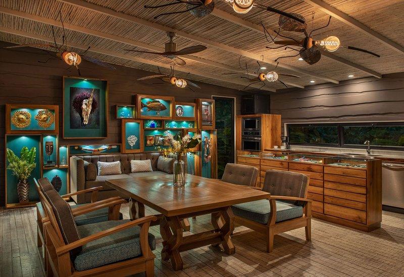 ORIGINS Luxury Lodge - Villa Vertigo Living Area with Kitchen
