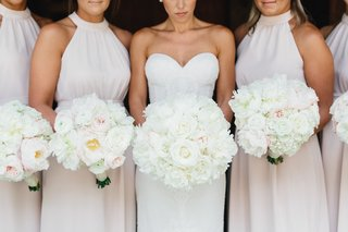 bride-with-white-bridal-bouquet-and-bridesmaids-with-bouquets-white-and-pink-flowers