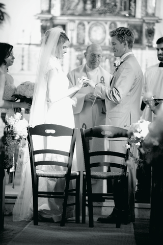 black-and-white-picture-of-catholic-church-ceremony