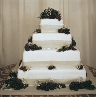 brides-cake-with-fresh-grapes-and-ivory-ribbon