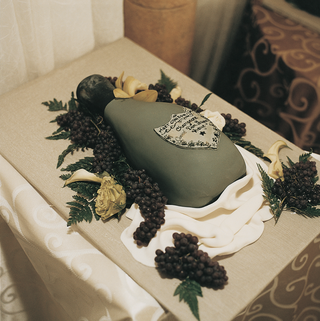 unique-groom-cake-in-shape-of-champagne-bottle