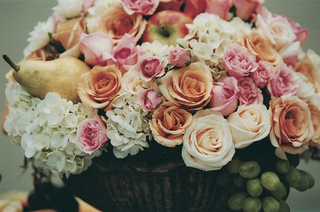 rose-pear-and-apple-centerpiece-in-urn