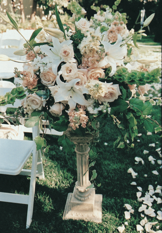 white-ceremony-chairs-and-aisleway-flowers