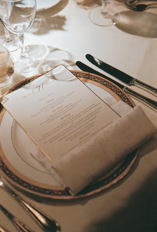golden-plate-and-menu-card-at-place-setting
